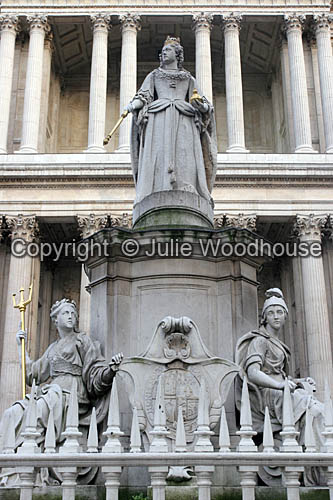 photo showing Queen Anne Statue, London