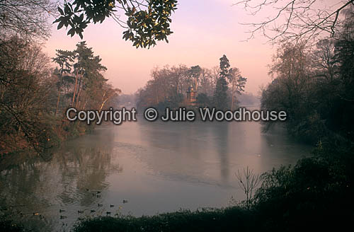 photo showing Bois De Boulogne, Lac Inferieur, Paris
