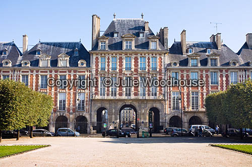photo showing Place De Voges,  Paris