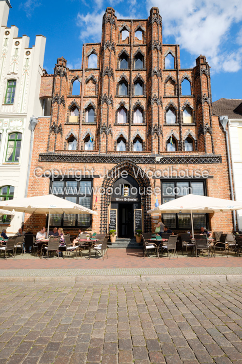 photo showing Alter Schwede Restaurant And Hotel On The Market Square, Wismar, Mecklenburg-Vorpommern, Germany