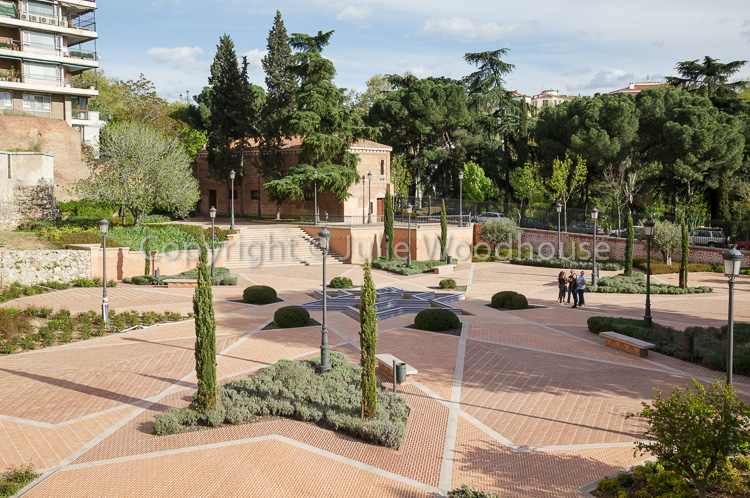 photo showing Park Emir Mohamed I, Madrid, Spain